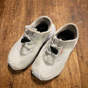 Kids adidas tennis shoes